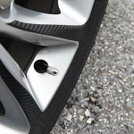 4 bouchons de soupape anti-poussière Htianc en forme de balle - Alliage d'acier inoxydable - Application universelle pour la plupart des valves d'air de véhicules, voiture, camion, vélo. Alliage d'aluminium, titane, argent. de la marque image 6 produit