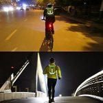 Gilet Réfléchissant Gilet d'hydratation en marche, sac à dos hydratant avec deux bouteilles d'eau de 8,5 oz / 250 ml et bandes réfléchissantes pour l'avertissement de sécurité, parfait pour les courses de jour et de nuit, Course de jogging, vélo et marath image 6 produit