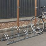 Mottez Râtelier à vélos 2 niveaux côte à côte 5 vélos Gris 160 x 39 x 49 cm de la marque image 1 produit